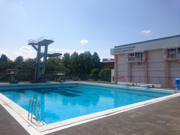 このプールを見ると橘先生の授業で着衣水泳したの思い出す。そしてそこで泳げなくなっている自分に気づいたのだった。