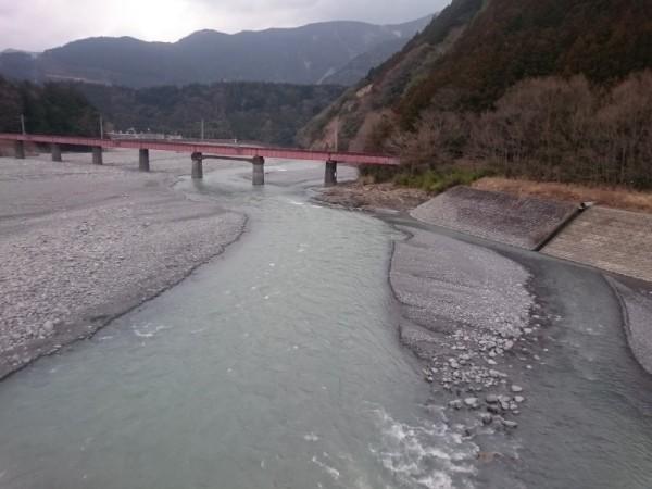 大井川を眺める